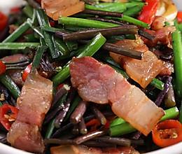 韭薹蕨菜炒腊肉,时鲜的蕨菜,这样炒风味赞!的做法