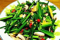 八爪鱼炒韭菜苔的做法
