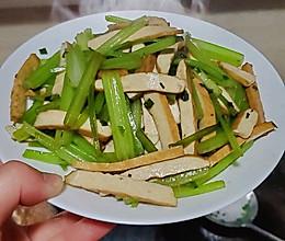 清爽家常菜~香干炒芹菜的做法