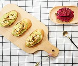 牛油果大虾面包塔配火龙果的做法
