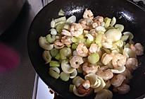 芹菜百合炒虾仁的做法