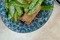 荷兰豆炒猪肉饼的做法