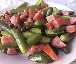 酸黄瓜炒火腿肠的做法