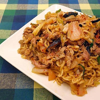泡菜炒麵  ★ 方便麵變身料理1