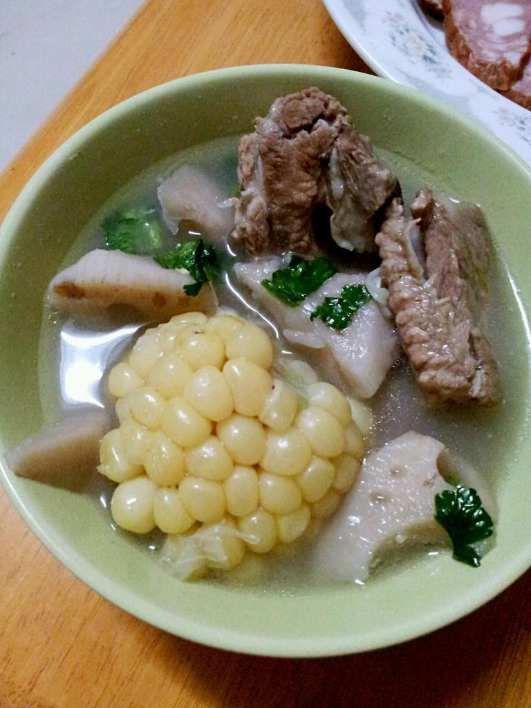 玉米排骨汤_莲藕玉米排骨汤的做法_菜谱_豆果美食