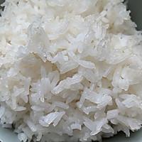 剩米饭的华丽蜕变—虾仁炒米饭的做法图解1