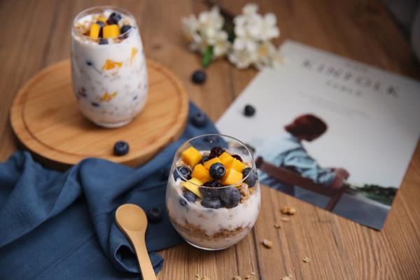 【自制尽情享】水果麦片酸奶捞的做法