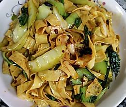 青菜炒油豆皮的做法