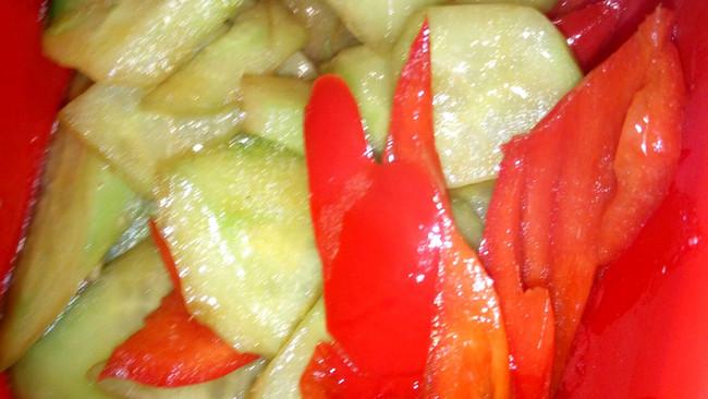 黄瓜炒甜椒的做法
