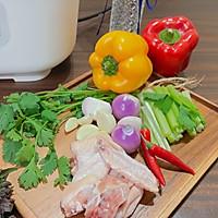 10分钟完成的秘制紫苏葱香焖鸡的做法图解1