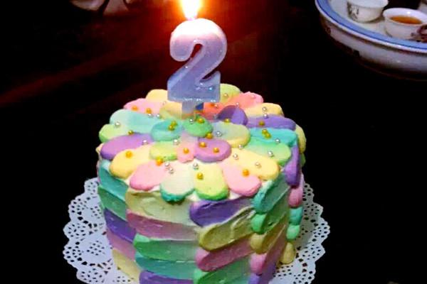 彩虹蛋糕裱花的做法
