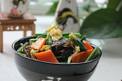 韭菜苔木耳炒鸡蛋