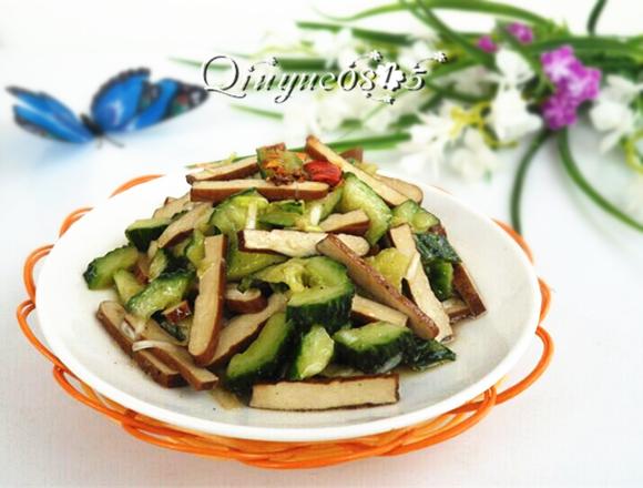 怎么拌金针菇_黄瓜拌豆干怎么做_黄瓜拌豆干的做法_Qiuyue0815_豆果美食