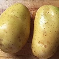不用烤箱:微波炉焗土豆/3分钟马苏里拉马铃薯的做法图解1