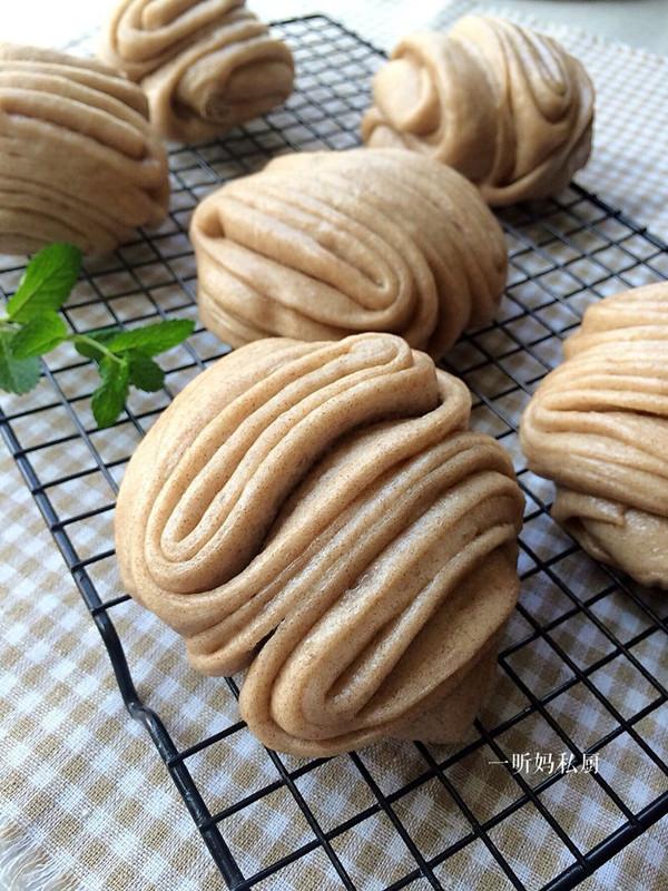 褐麦花卷的做法