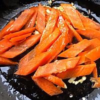 #元宵节美食大赏#黄瓜胡萝卜炒腊肠的做法图解6