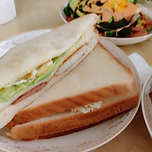 牛油果午餐肉三文治