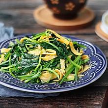 #花10分钟,做一道菜!#菠菜拌蛋丝