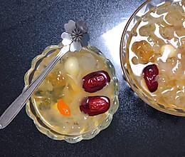 美容养颜《桃胶皂角米雪燕百合莲子银耳羹》的做法