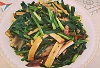 韭菜豆腐干炒肉的做法