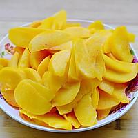 秋季纯天然甜品—糖水黄桃的做法图解4