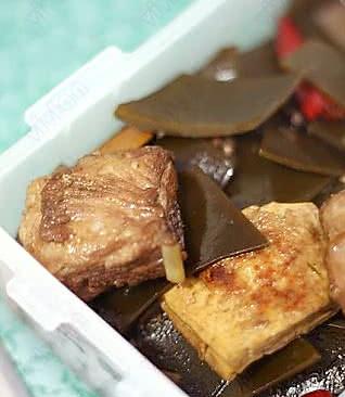 豆腐海带烧排骨的做法