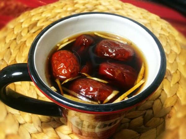 寒冷冬天的一丝暖意:红枣姜丝可乐的做法
