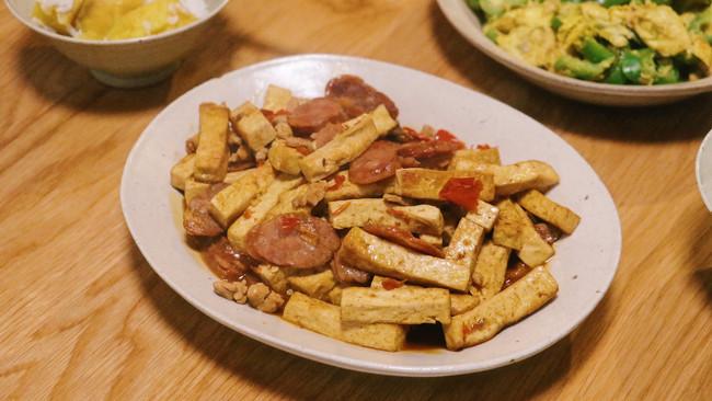 家常腊肉豆腐的做法