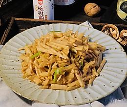 不加一滴水的鲜甜脆嫩香的油焖笋,保证好吃到干掉一大碗米饭的做法