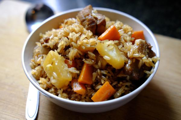 土豆排骨焖饭—周末一个人的快手午餐的做法