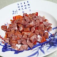 快手家常菜:五彩缤纷的香肠炒青豆的做法图解4