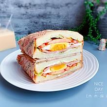 火腿鸡蛋三明治【十分钟快手早餐】#脑洞大开的丘比#