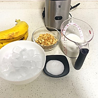 #花10分钟,做一道菜!#香蕉花生奶昔的做法图解1