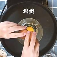只需三分鐘,配料豐富的雞蛋餅就能出鍋啦 快去試試吧~的做法圖解1