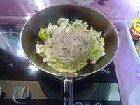 圆白菜炒粉条的做法图解9