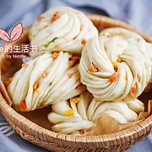 #憋在家里吃什么#勾人食欲的大花卷:葱花火腿花卷