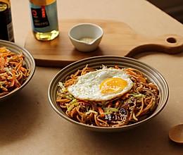 【酱油炒意面】中式炒面的方法做意面 的做法