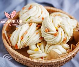 #憋在家里吃什么#勾人食欲的大花卷:葱花火腿花卷的做法