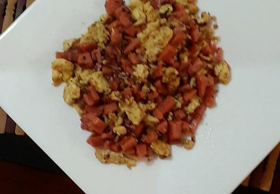 火腿炒鸡蛋的做法