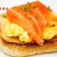 曼步厨房 - 快手早餐 - 烟熏三文鱼鸡蛋三明治的做法图解10