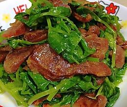 自贡小女人~豌豆尖嫁给香肠的做法