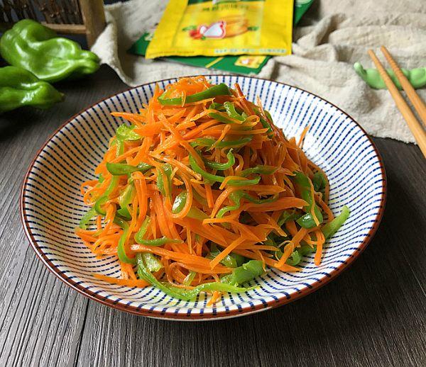 青椒丝炒胡萝卜丝的做法
