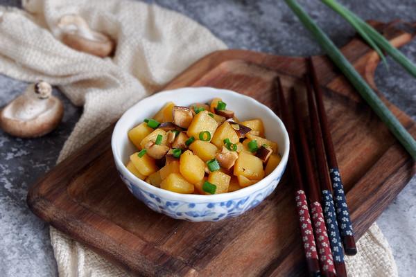 香菇烧土豆的做法