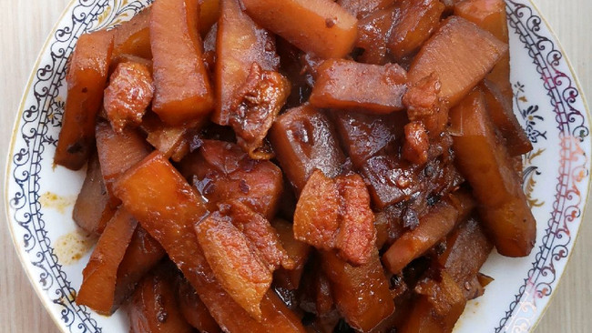 五花肉炖卞萝卜的做法