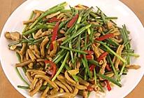 韭菜苔炒鸭肠的做法