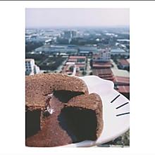 巧克力熔岩蛋糕(只需四种材料)