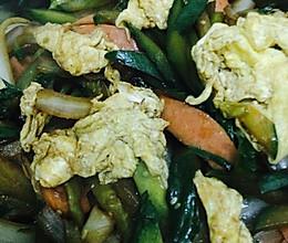 黄瓜洋葱炒鸡蛋的做法