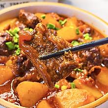 #肉食主义狂欢# 开胃下饭的番茄土豆炖牛腩,牛肉软烂入味