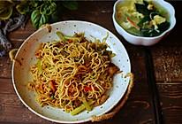 芹菜肉丝焖面的做法