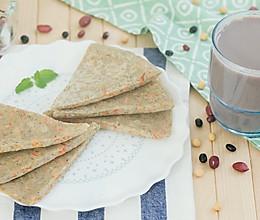 豆渣饼配五谷豆浆的做法